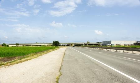 Highway in the Delta del Ebro with bridge in the background, Tarragona Banque d'images