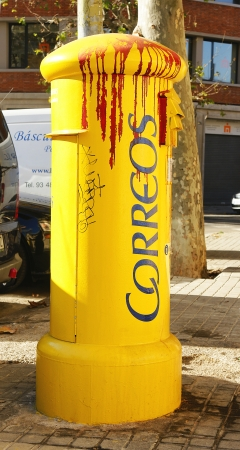 telegraphs: Postbox scrawled by vandals, Barcelona