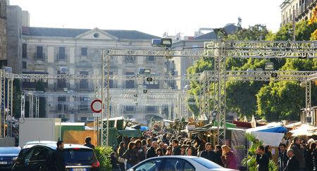 provisional: Santa Llucia market, Barcelona Editorial