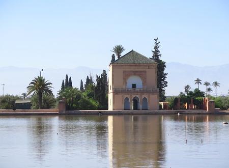 afrique du nord: �tang avec casita dans le jardin de la Menara, Maroc, Afrique du Nord