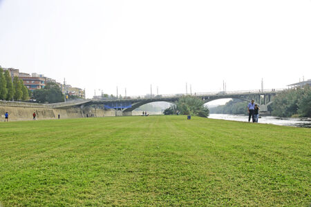 caudal: Besos River Park, Barcelona Editorial
