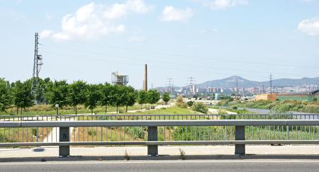 paesaggio industriale: paesaggio industriale e il fiume nel Delta del Llobregat, Barcelona