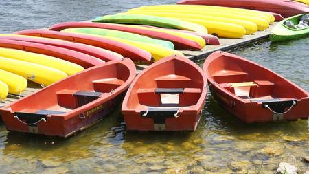 poleas: Barcos en el canal olímpico Castelledefels, Barcelona