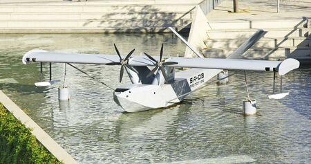 Siervliegtuig in de vijver van het Barcelona Design Museum Stockfoto