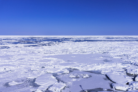 Landscape with ice floe in the Okhotsk Sea Imagens - 110627865