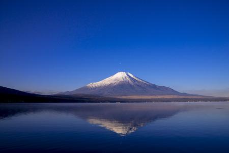 le mont. Fuji depuis le lac Yamanaka