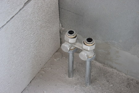 tubing heat exchanger flat. two pipes protrude from the floor during repairs to the wall. replacement of the batteries, off heating Imagens