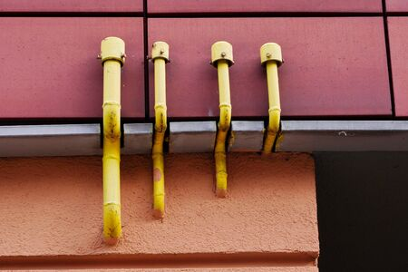 Yellow gas pipes on the front of the house. The danger of gas Banque d'images - 144074606