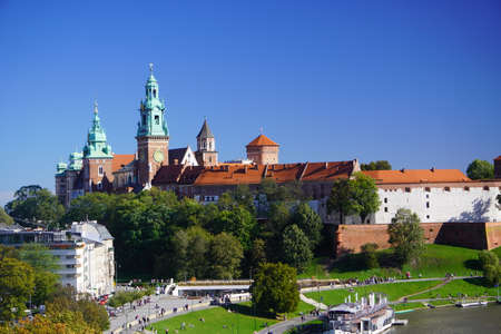 Krakow, Poland top view of old town and Wawel Poland top view of old town and Wawel castle on the hill, Visla river. View of the historic center, Aerial View Banque d'images