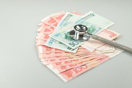 Chinese yuan, renminbi money and stethoscope Imagens