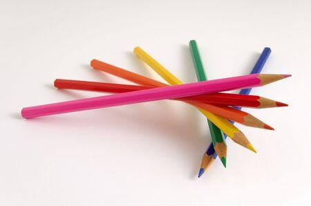Lápices de colores apiladas aisladas en blanco  Foto de archivo - 3144239