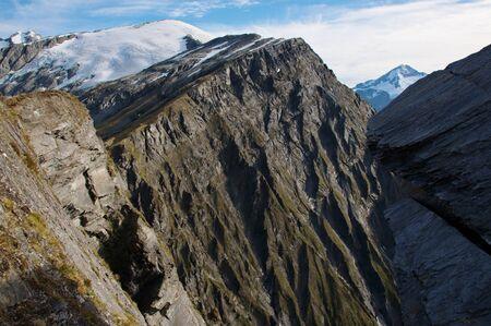 dropoff: Sheer drop-off in Cascade Saddle, Plunket Dome (2191m), Reid Glacier, Mount Aspiring (3033m), Mount Aspiring National Park, New Zealand Stock Photo
