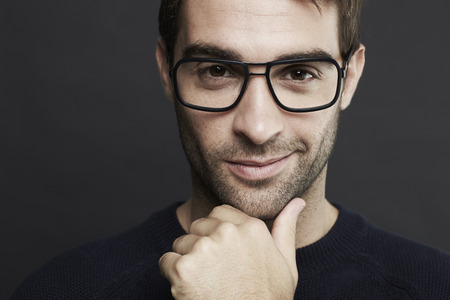 mid adult man: Retrato de hombre de mediana edad con gafas