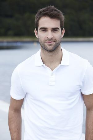 mid adult man: Retrato de hombre de mediana edad en una camisa blanca
