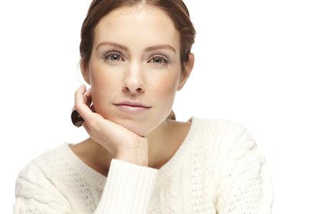 흰색 배경에 아름 다운 젊은 여자의 초상화