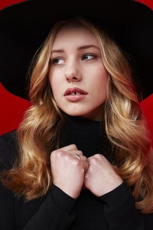 18 19 years: Beautiful young woman hat in studio Stock Photo