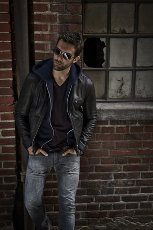 chaqueta de cuero: Man in jeans and leather jacket, looking away