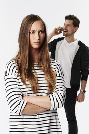 falta de respeto: Beautiful brunette annoyed at boyfriend on phone