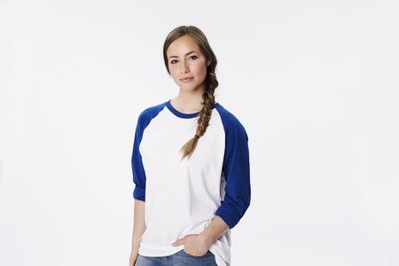 sudadera: Mujer hermosa en la camiseta del raglán, retrato Foto de archivo