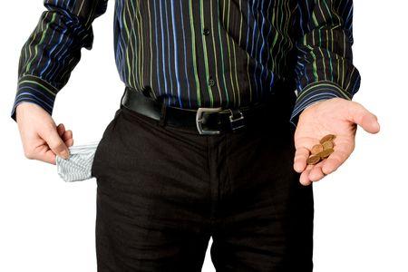 bolsa dinero: hombre muestra vac�a poco dinero de bolsillo y aisladas sobre fondo blanco