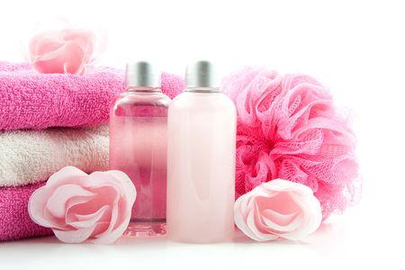 rosa gefärbt Bad Zubehör, isoliert auf weißem Hintergrund