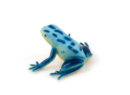 blue frog: juguete de pl�stico rana azul aislado sobre fondo blanco