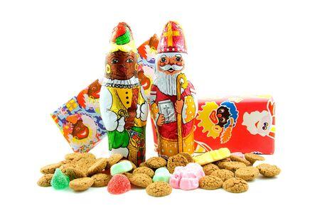 sinterklaas: Schokolade schwarz Pete (Zwarte Piet) und Sinterklaas (Weihnachtsmann), candy f�r eine traditionelle Veranstaltung in den Niederlanden �ber white background Lizenzfreie Bilder