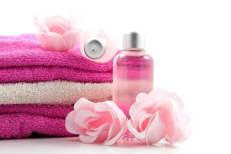 liquid soap: accesorio de spa de ba�o rosa sobre fondo blanco  Foto de archivo