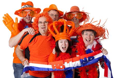 Groep van Nederlandse voetbalfans op witte achtergrond