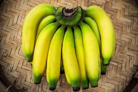 bad banana: Ripe bananas on a bamboo tray