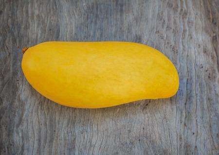 熟した: 完熟マンゴー onwood