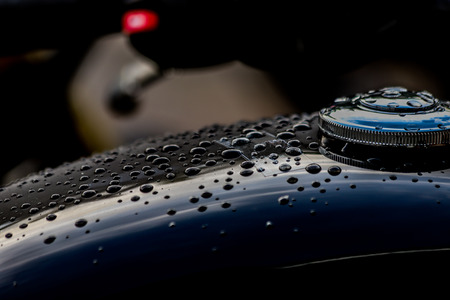 Water droplets on motorcycle fuel tank Stockfoto