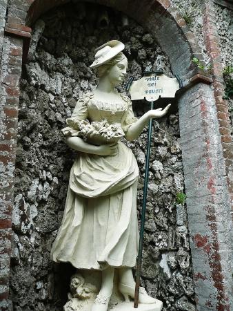collodi: Statue in the park of Villa Garzoni, Collodi, Tuscany, Italy