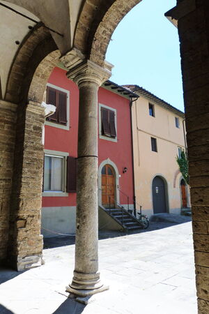 antiquary: P�rtico de la abad�a de San Zeno, Pisa, Toscana, Italia