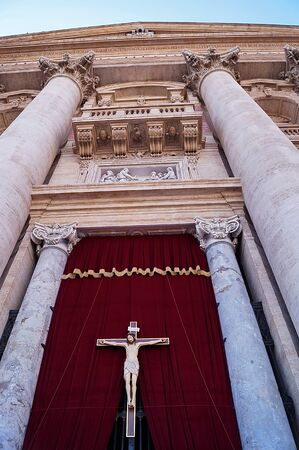 rood: Entrance door of Saint Peter basilica, Vativcn city, Rome, Italy Editorial