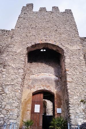Entrance door of Arechi castle, Salerno, Italy Banque d'images - 122539881