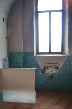 Cell of the female section of the former judicial psychiatric hospital of Montelupo Fiorentino, Tuscany, Italy 免版税图像