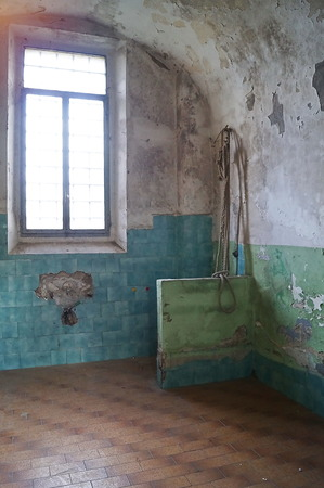Cell of the female section of the former judicial psychiatric hospital of Montelupo Fiorentino, Tuscany, Italy Reklamní fotografie