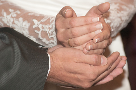 manos: newlyweds holding hands isolated celebrating their marriage