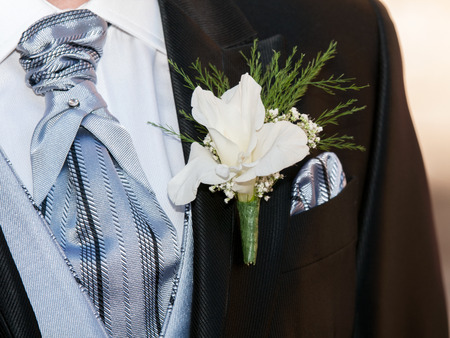 manos: boyfriend jacket in dark color with flower on her