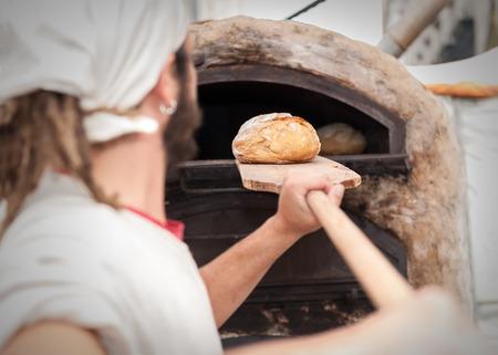 poele bois: introduction boulanger masse de pain dans un po�le � bois