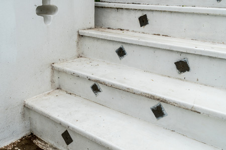 dirty: Dirty white concrete staircase