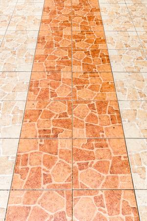 vista en perspectiva suelo de baldosas de cerámica marrón viejo Foto de archivo