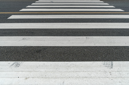 senda peatonal: White crosswalk on asphalt road