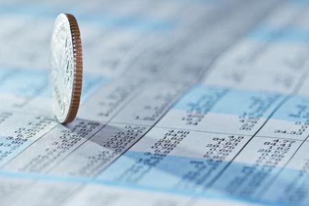 Pièces sur fond indice boursier Banque d'images
