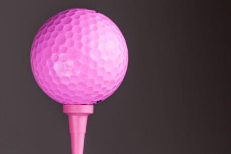 Golf ball: Pink pelota de golf sobre fondo gris