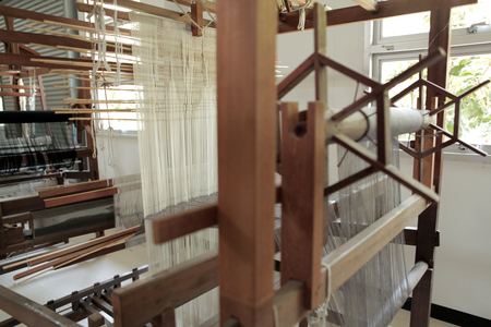 Close up ancient weaving loom in an interior of a modern building Standard-Bild - 111038031