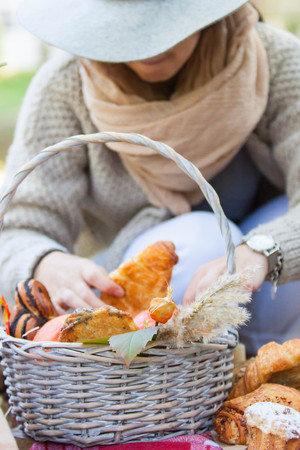 girl put rolls in a picnic basket Stock Photo