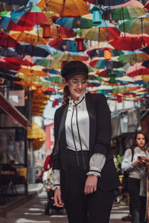 A latin woman walks through old Middle Eastern town. walking on Istanbul street and enjoy arabic city architecture, Beyoglu district, Istanbul, Turkey. 免版税图像