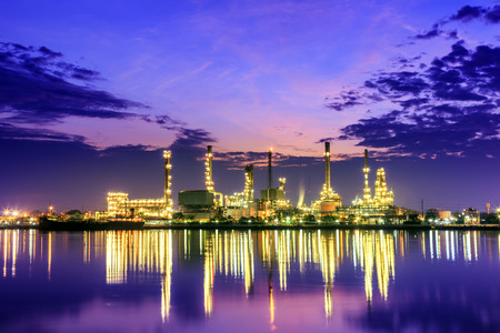 Oil refinery at twilight beside Chao Phraya river in Bangkok,Thailand  Imagens